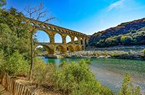 Foto de acueducto romano en Provenza, francia
