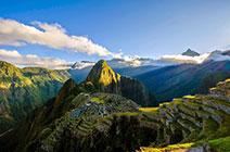 Foto panorámica de la montaña y ciudad de Machu Picchu