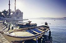 Foto de barcas en puerto de Estambul